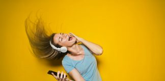 Download and Listen Music on Smartphone